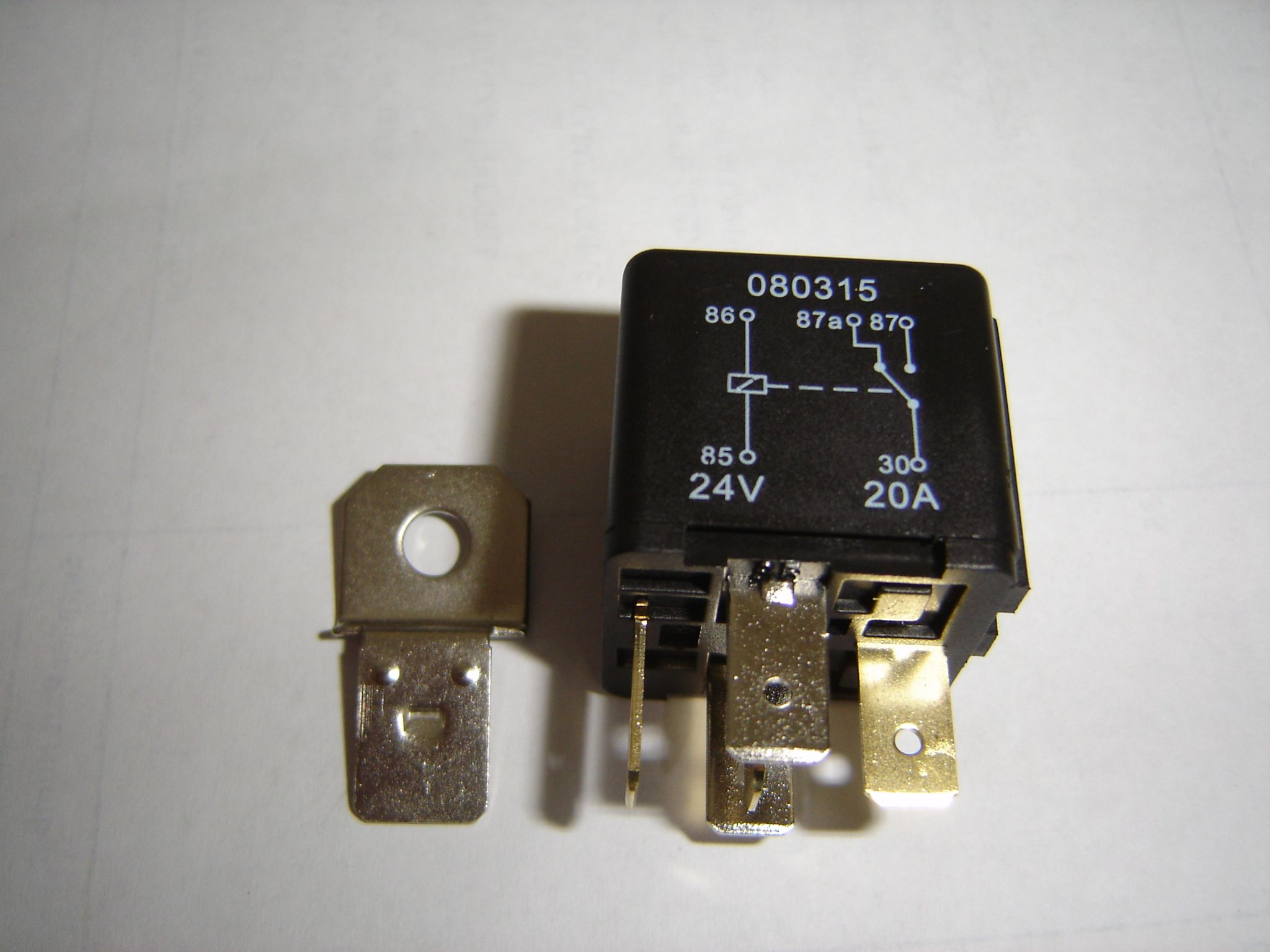 5 Pin automotive type 24 volt 20 / 30Amp relay ALT/RY8